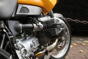 femme et moto